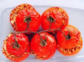 Запеченные томаты с начинкой из киноа